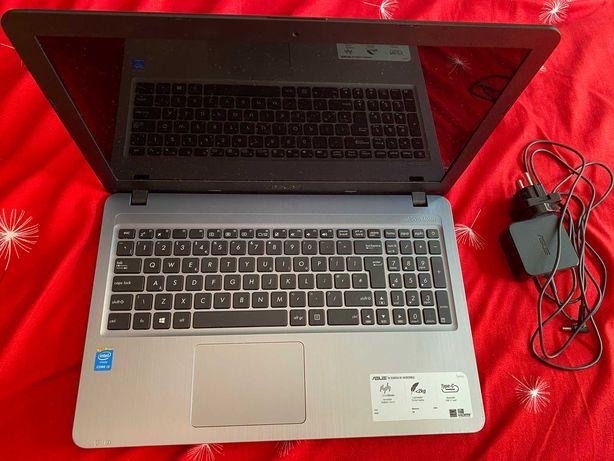 Laptop asus x540l cpu i3/4gb ram/ssd 240gb/gpu intel stare buna