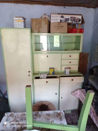 Vând dulap bucătărie cu vitrina vechi