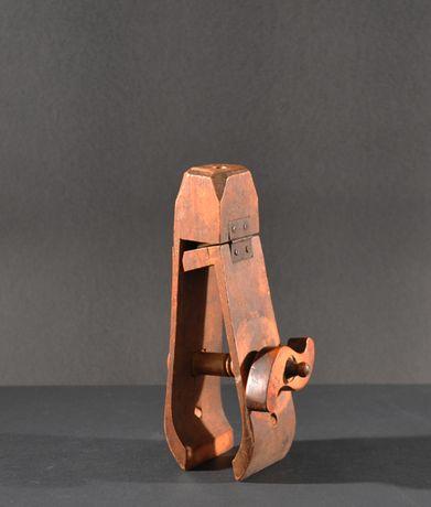 Obiect traditional de tamplarie ,scule banc de lemn