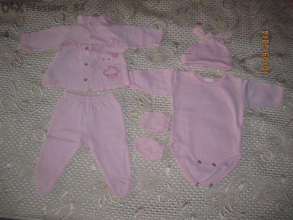 Много дрешки в розово за близначки