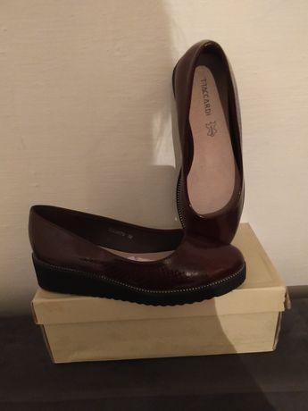 Новые туфли осенние 38размер производство Турция