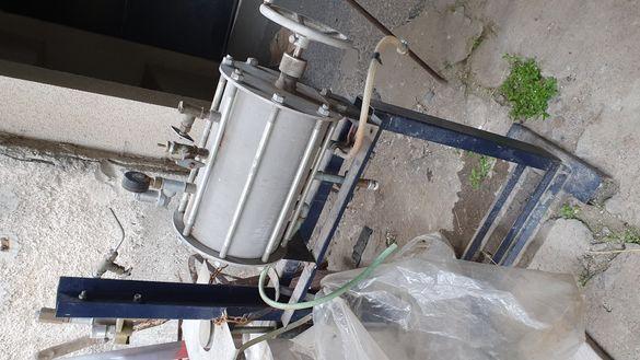 Продавам ръчна машина за направа на безалкохолни напитки