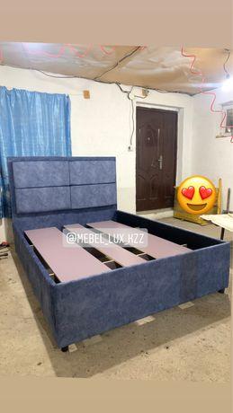Кровать двухспальная вместе с матрасом двухместная