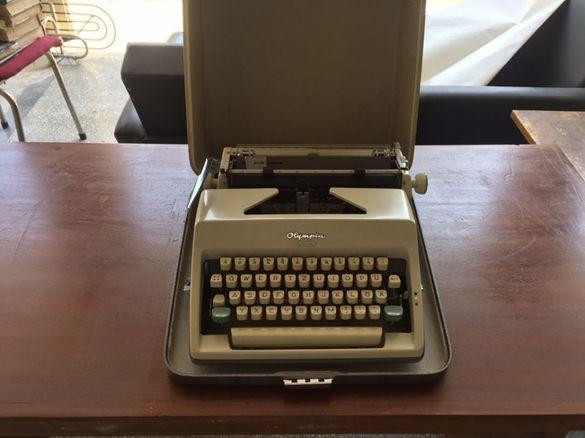Пишеща машина Олимпия Моника