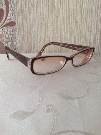 Продам отличные женские очки -4,5 и др. с + и от Мери Кей
