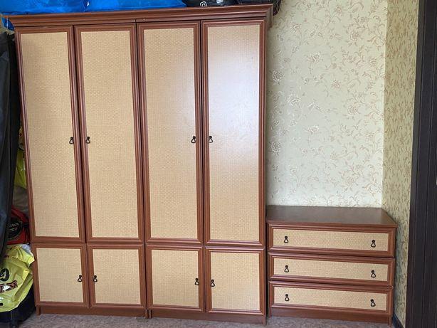 Продам шкаф с комодом