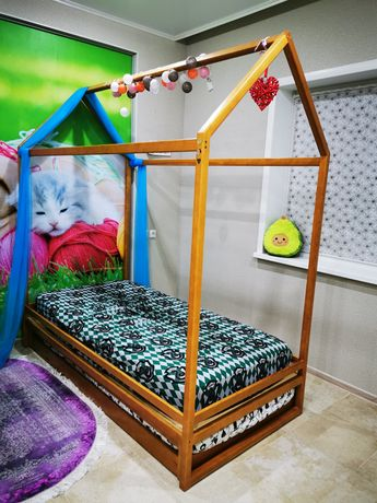 Продам кровать домик подростковую