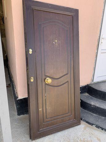 Продаю дверь наружный