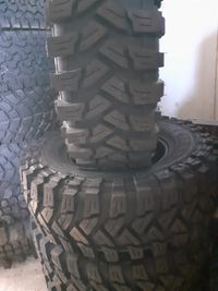 Anvelope off road 235/65 R 17.