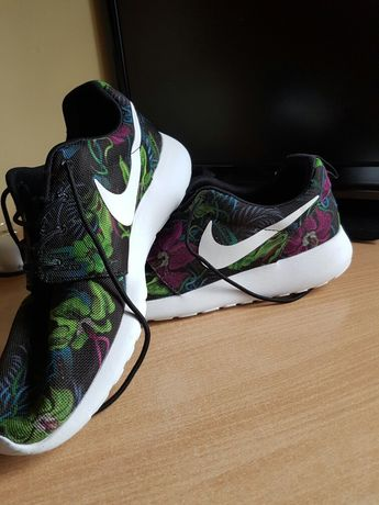 Nike Rosche Runs Enter The Jungle