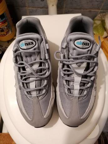 Vînd adidași noi Nike mărime 40