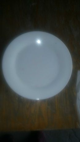 Тарелка белая 240 мм