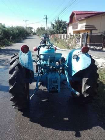 Vând tractor Dexta