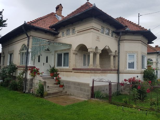 Casa la curte LERESTI - Arges