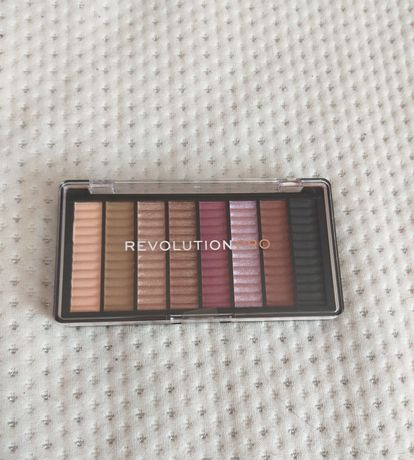 Палитра със сенки Revolution Pro Supreme Eyeshadow - Allure