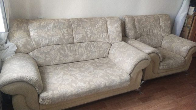Российский диван с креслом
