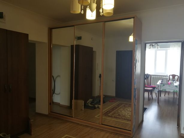 Шкаф купе деревянное с зеркалами