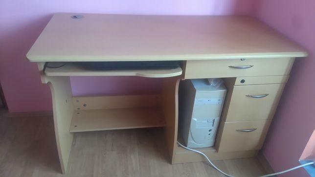 Masă de birou și scaun