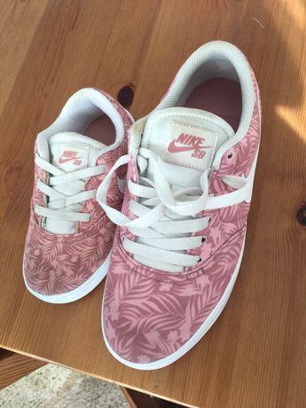 Комплект оригинални маратонки Nike за мама и дъщеричка