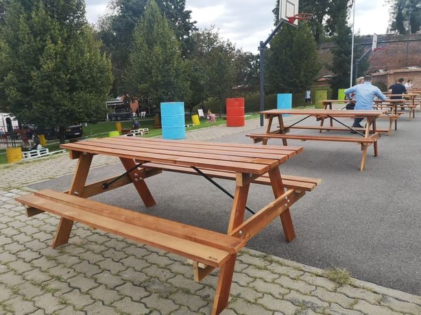 Mese lemn pentru evenimente