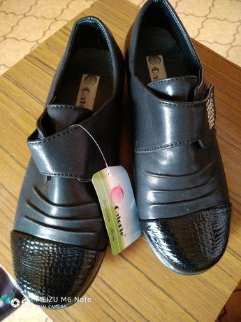 Продаю туфли на девочку
