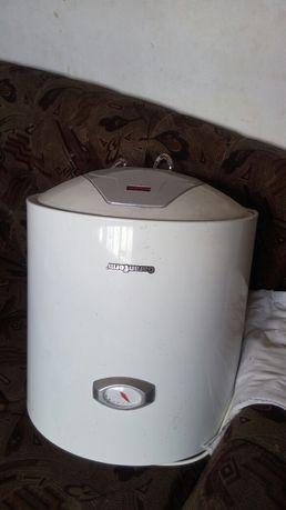 Продам водонагреватель 50л