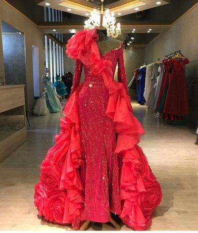 Роскошная платье от Naiyl Baikuchukov
