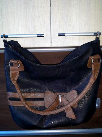 Черна дамска чанта с панделка