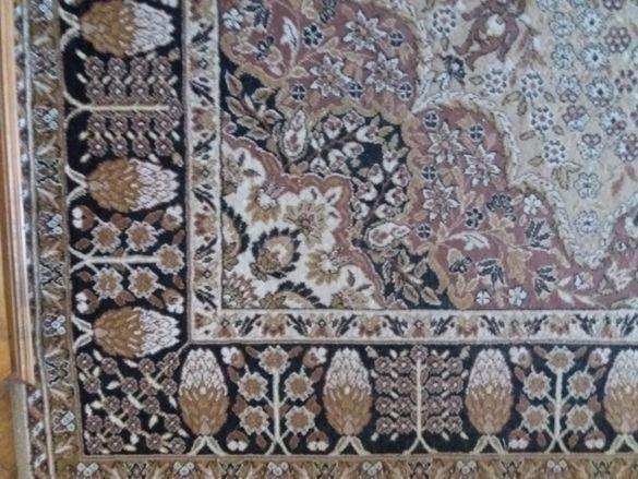 Персийски килим с размери 350/250 см. Употребяван, но няма забележки п