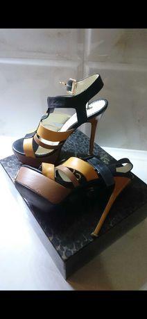 Босоножки туфли на каблуке