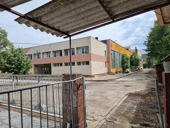 Продавасе завод 27000кв,е завода14000кв,халета,60евро на квадрат