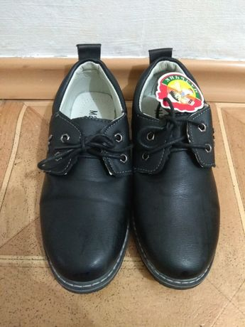 Продам новые туфли на мальчика
