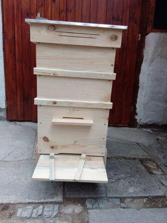Произвеждам пчелни кошери и отделни части за тях...10р. и 12р. ДБ