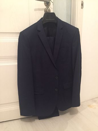 продам костюм 52 размер,8 рост, цвет-темно синий.