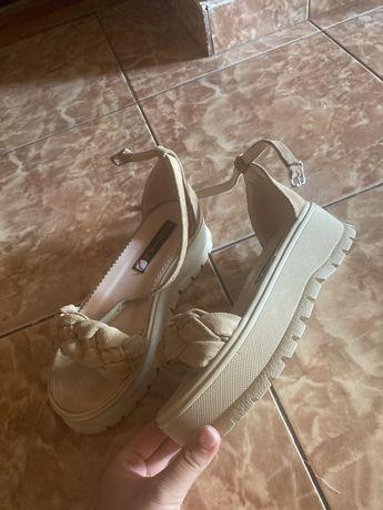 Sandale de piele cu platforma bej, marimea 37