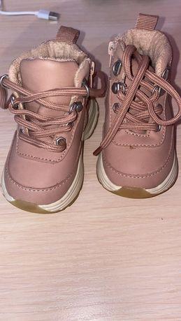 Продаю ботиночки 18 размер