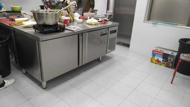 Стол холодильник. Холодильный стол 150*80 см среднетемпературный.