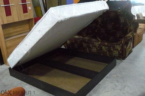Спалня с матрак 160 на 200 и повдигащ механизъм с амортисьори