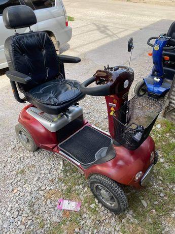 Електрически скутер за трудно подвижни хора и инвалиди
