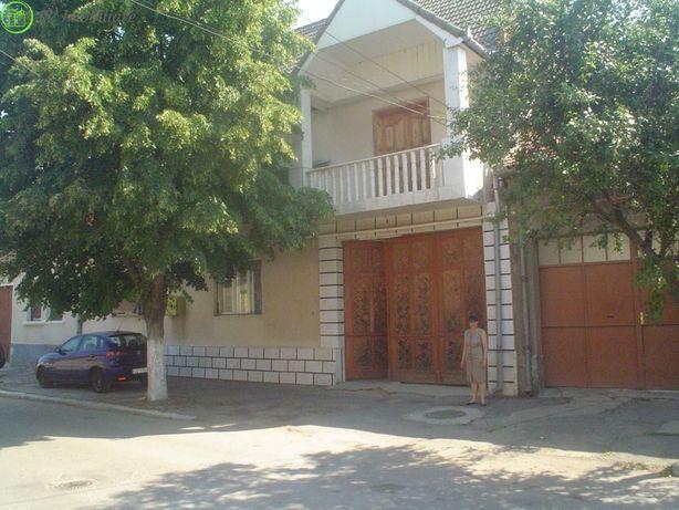 Vand casa superbaP+1,13 camere,Str Romanilor,Caransebes.