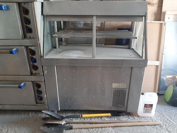 Продам холодильную витрину. Хорошее состояние. Самовывоз. 98000