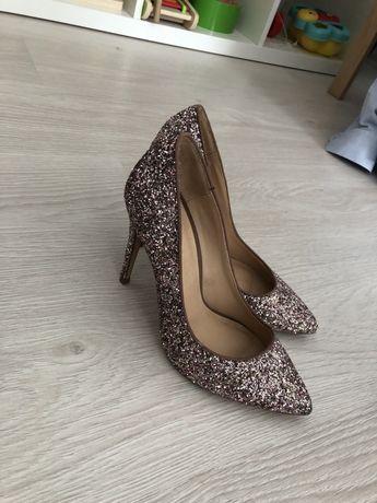 Pantofi masura 36