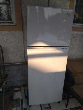 Холодильник продаётся