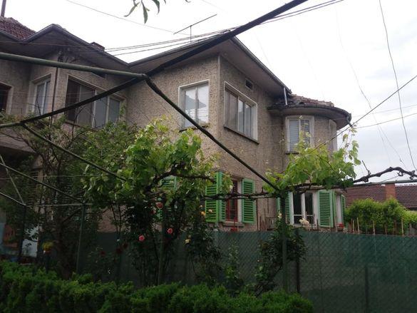 Къща монолитна 220 кв.м.+ дворно място в гр.Горна Оряховица