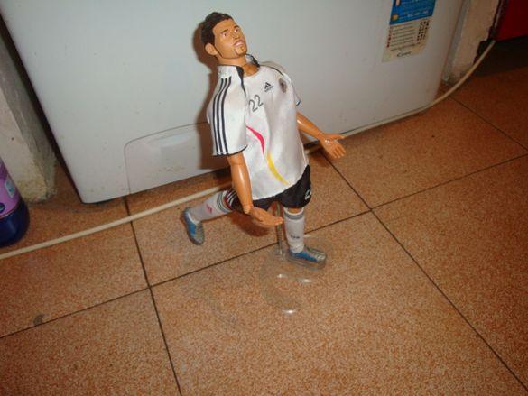 Фигурка на футболист с подвижни стави