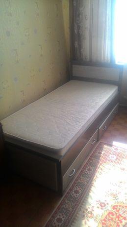 Продам кровать с двумя ящиками и матрасом