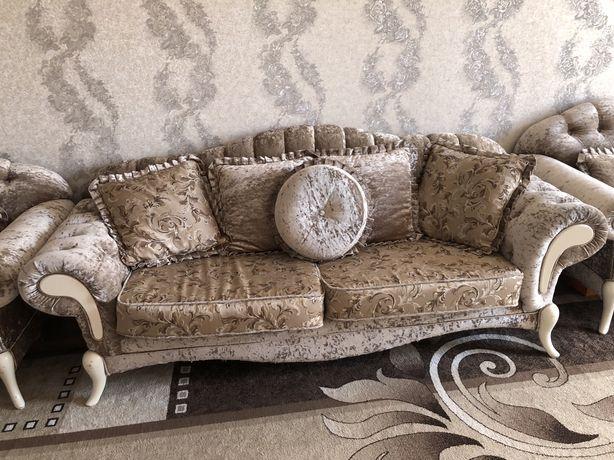 Продам белорусский , королевский диван