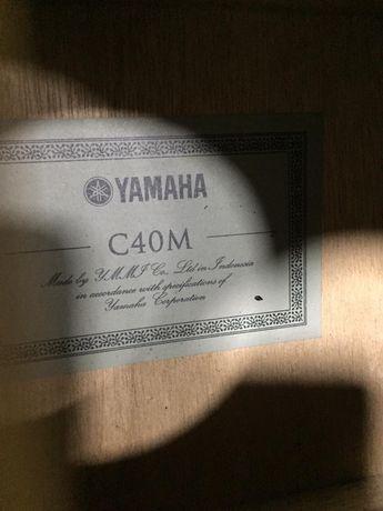 Продам гитару Yamaha c40m