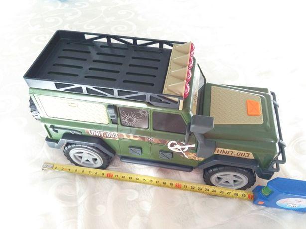 Jeep militar, jucarie