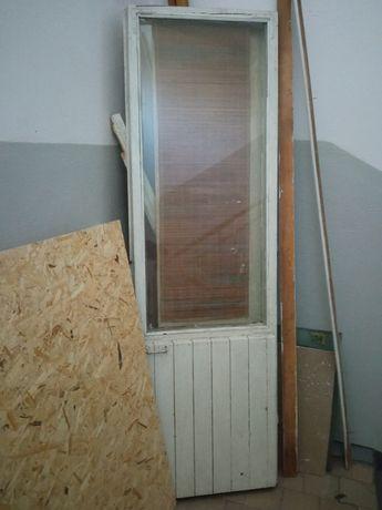 Отдам бесплатно деревянные окна и двери